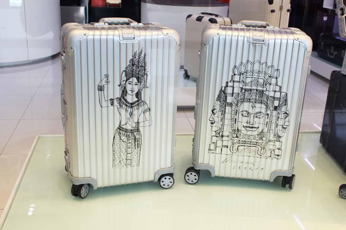 カンボジアをモチーフにしたスーツケース