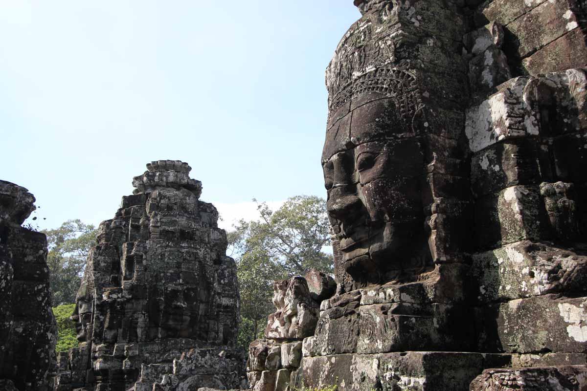大きな岩の顔が圧巻のバイヨン寺院