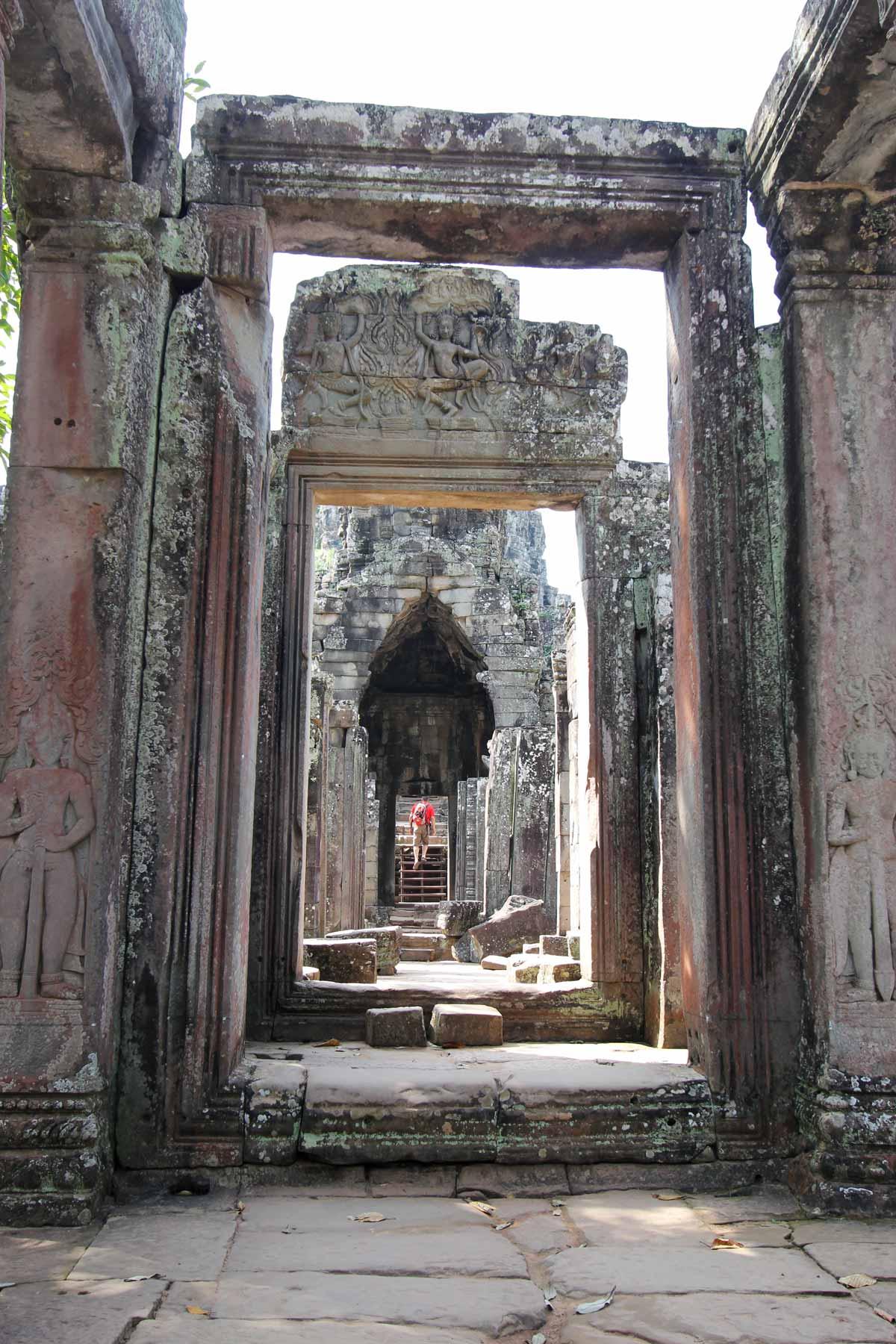 バイヨン寺院の入口から中へ