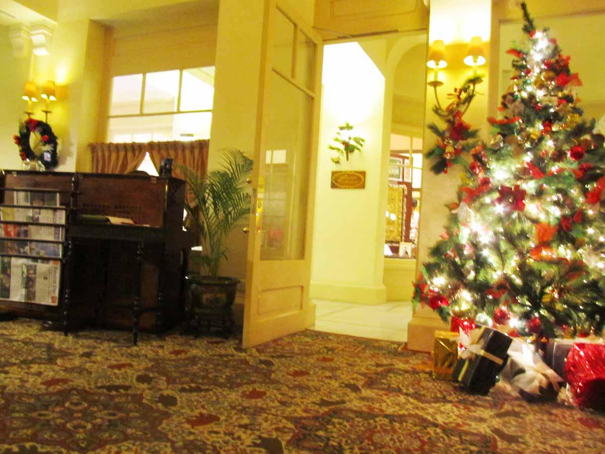エレファントバーのピアノ