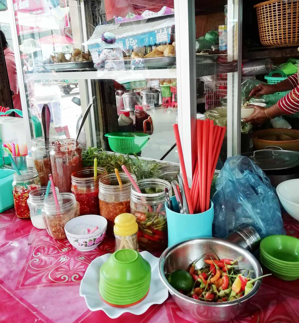街中の小さな食堂