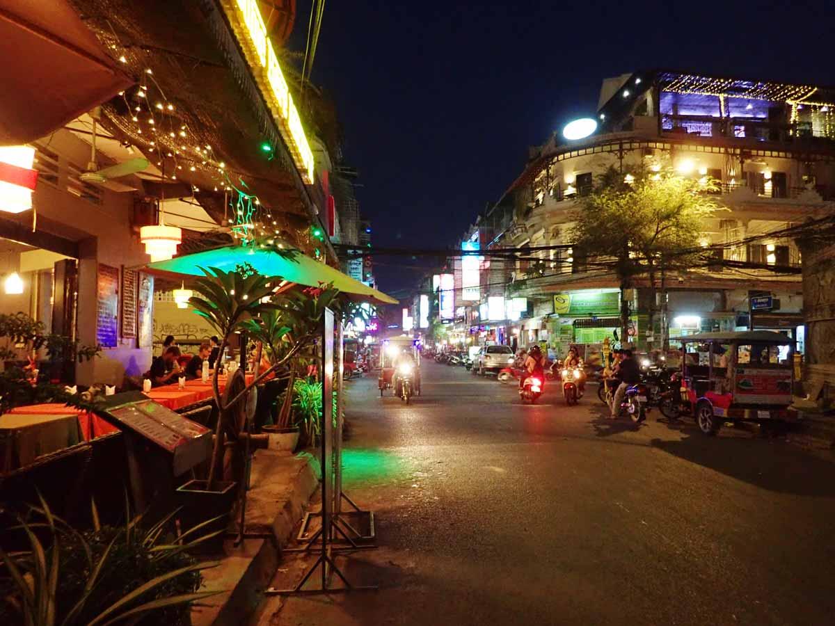 プノンペン夜の街
