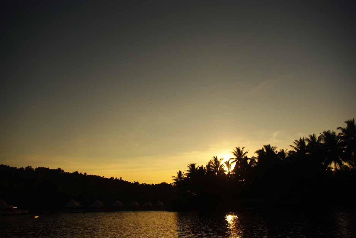 夕日が沈んでいく