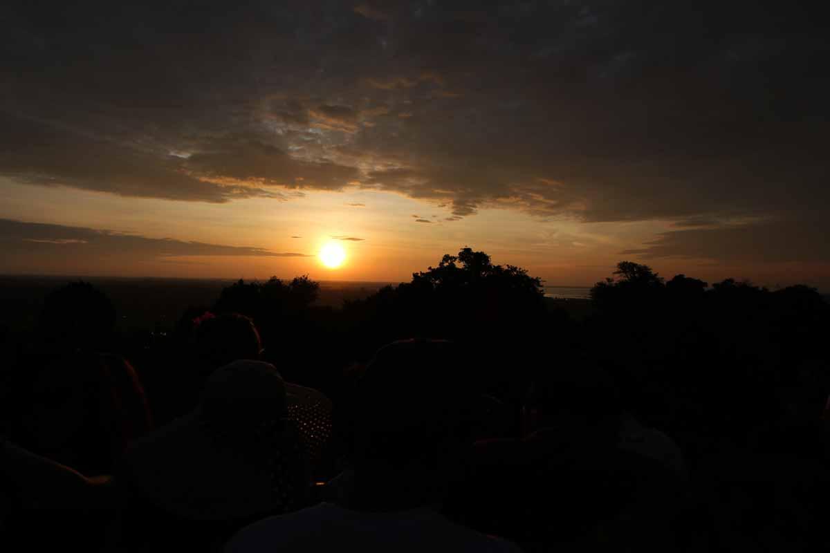 プノン・バケン寺院からの夕日
