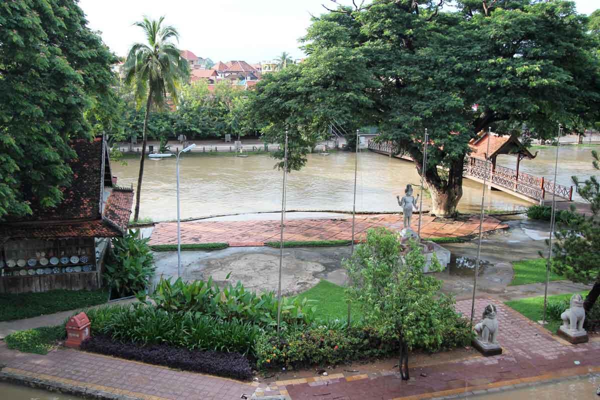 タ プロームホテルから見える川