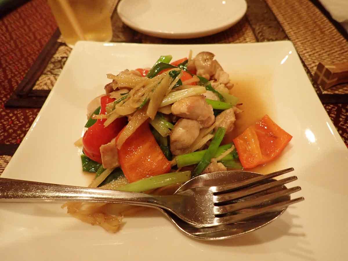チャークニャイ・サイモアン(鶏肉の生姜炒め)