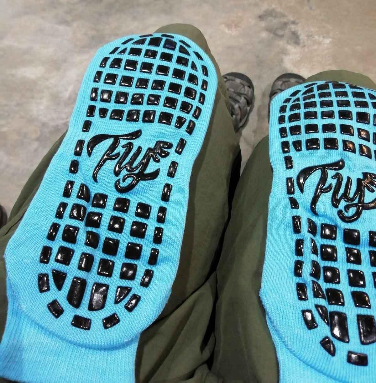 Fly Phnom Penhの特別な靴下