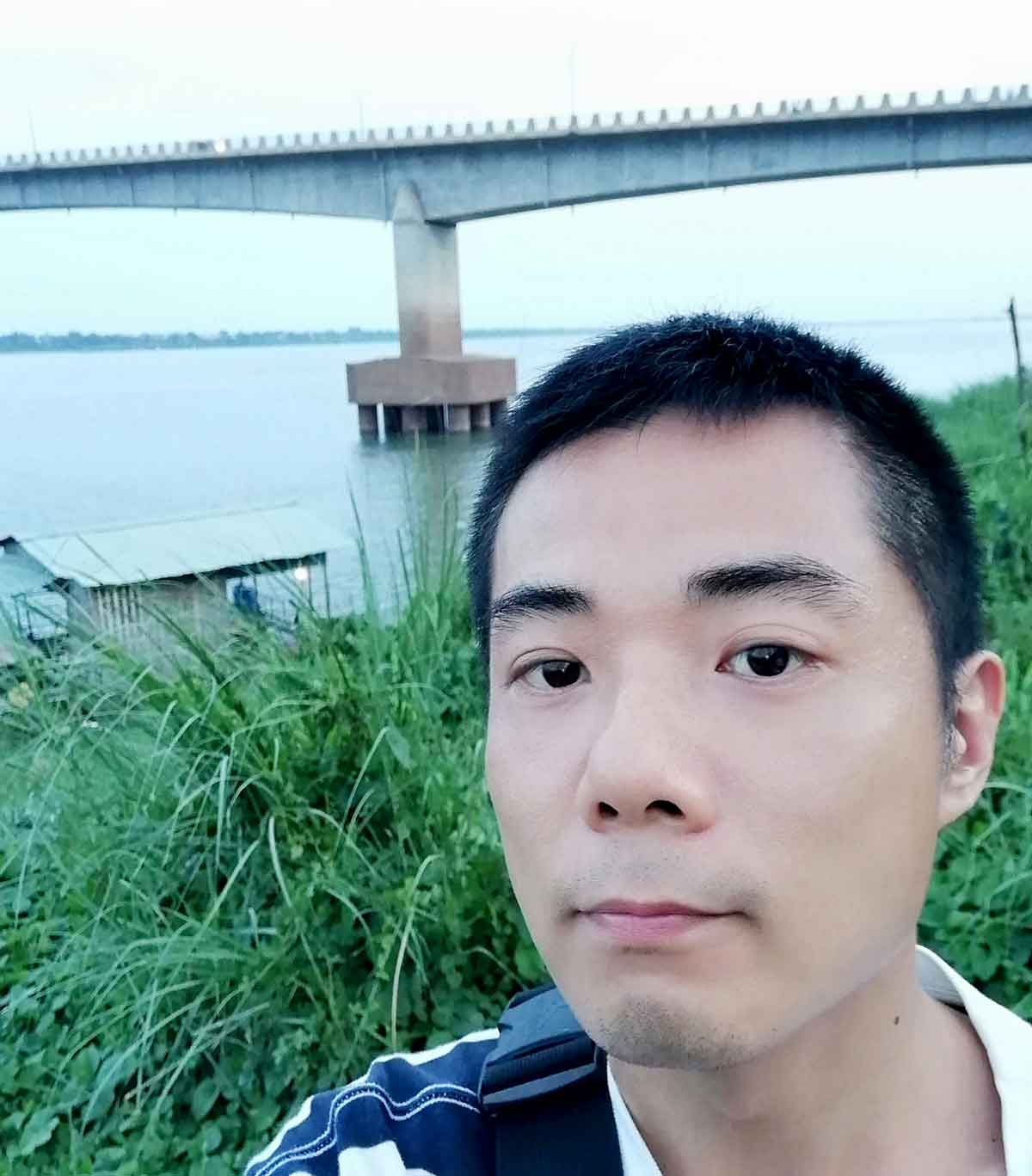 きずな橋で記念撮影
