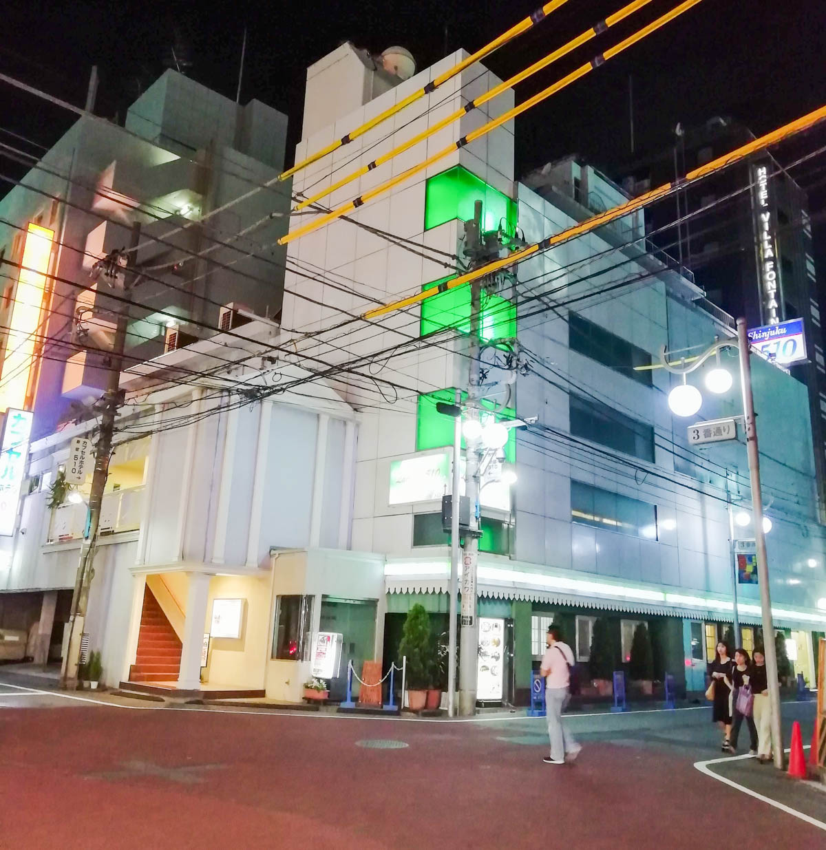 カプセルホテル新宿510の外観