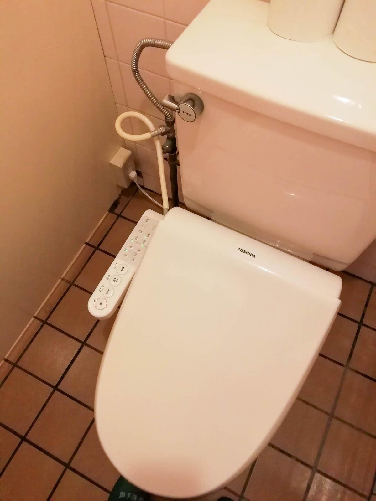 シャワー洗浄機つきのトイレ