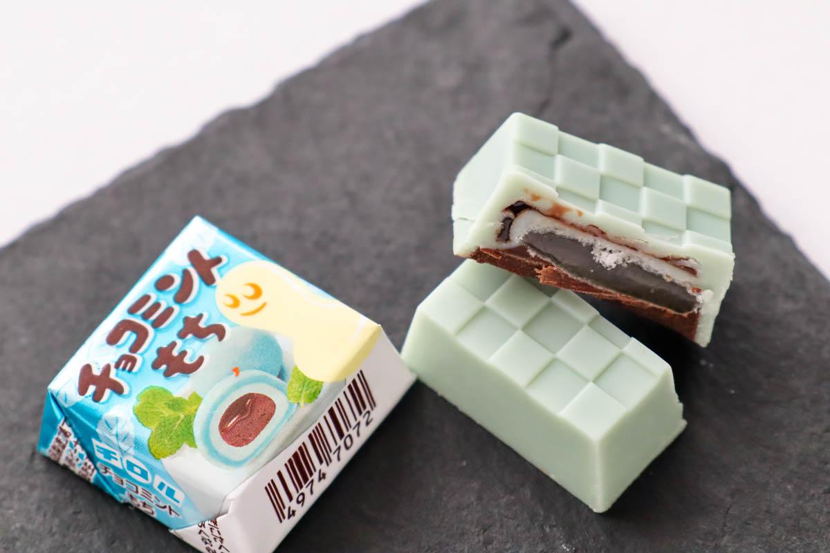 チロルチョコ「チョコミントもち」の断面
