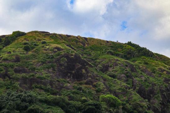 小港海岸から中山峠を見上げる