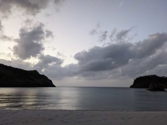 夕暮れ時の小港海岸