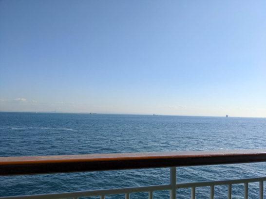 東京湾を進む