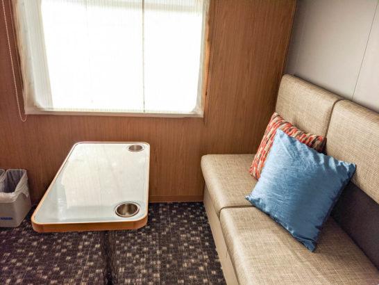1等室のソファ