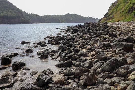 岩の多いブタ海岸