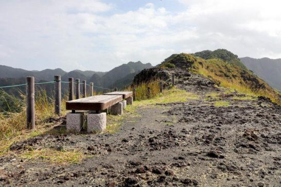 中山峠の上にあるベンチ