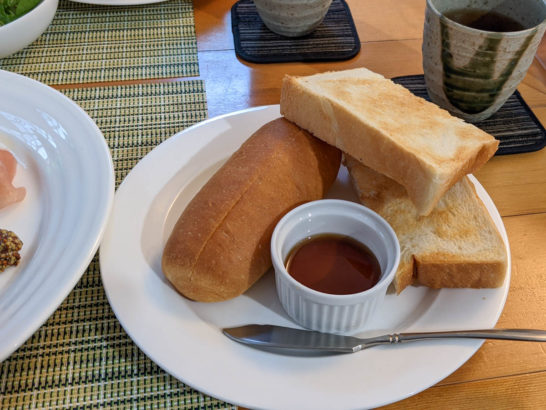パンと島ハチミツ