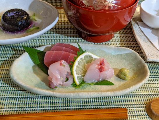 地魚の刺身盛合せ(めばち鮪、おご鯛)
