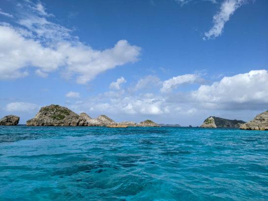 ジニービーチの沖に浮かぶ島々