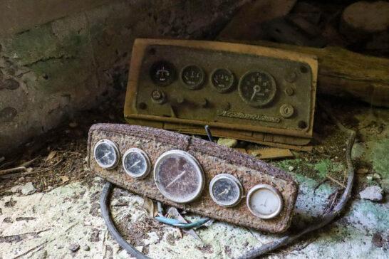弾薬庫の中に放置されている機器